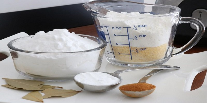 Mix cornstarch and milk to remove stains effectively